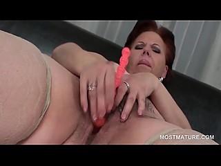 Mature BBW masturbating pussy..