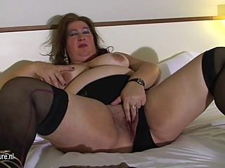 Fat mature mom playing with her pussy on..
