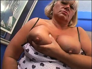 bbw mom fucked in her hairy vagina